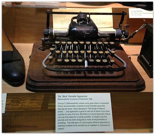 Typewriter © JoyfullyGreen