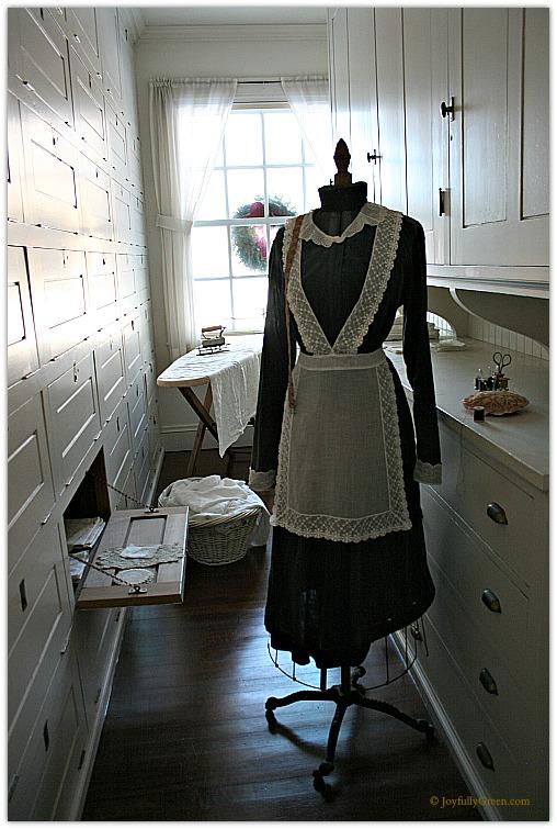Hildene Maid Outfit © Joyfully Green LLC